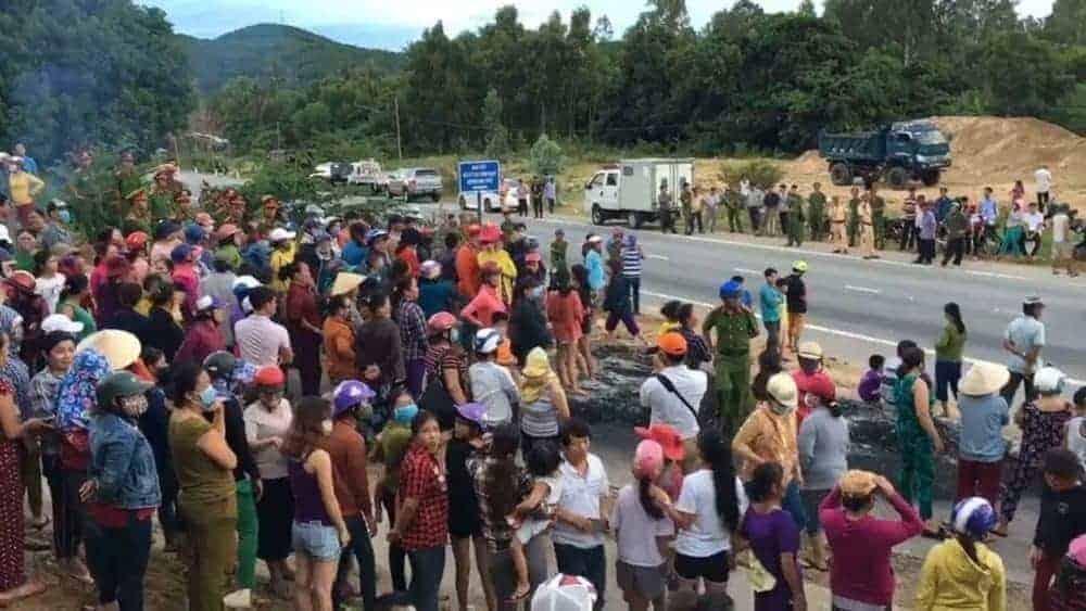 Người dân biểu tình chặn tuyến đường quốc lộ 1A