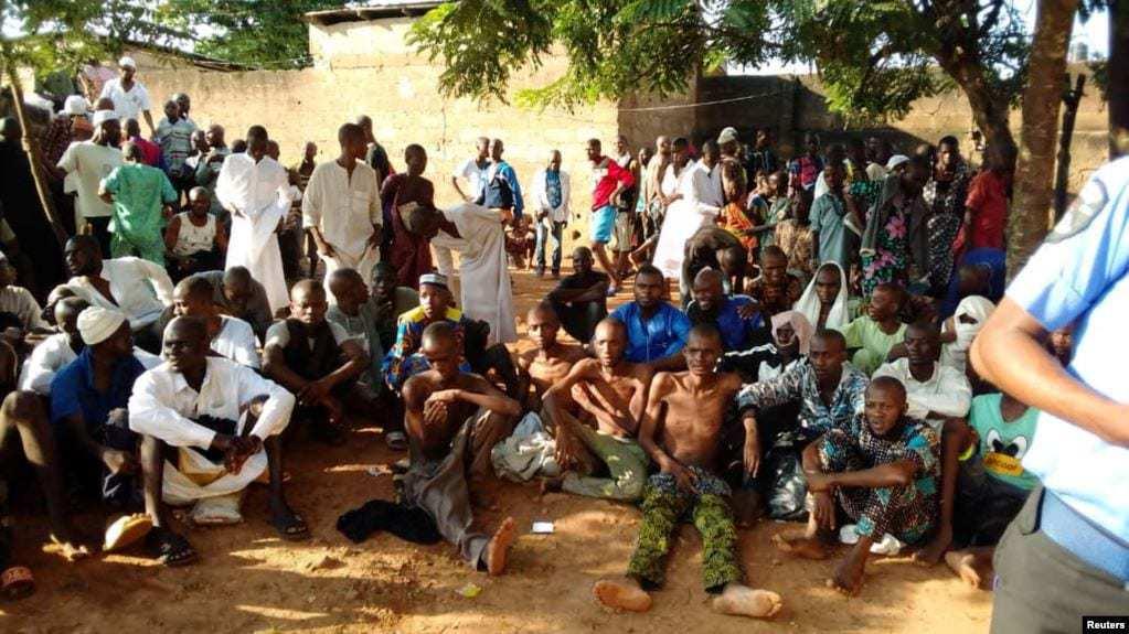 người dân tại phía Bắc Nigeria cho rằng bạo lực học đường không phải do các trường học Hồi giáo