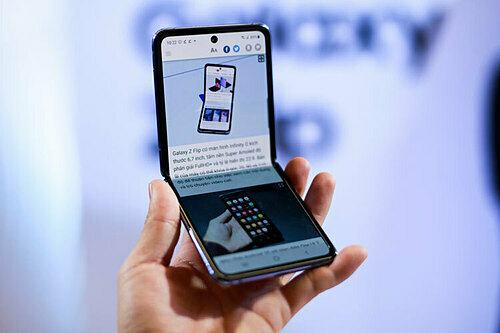 Samsung Galaxy Z Flip là chiếc điện thoại smartphone gập được độc đáo