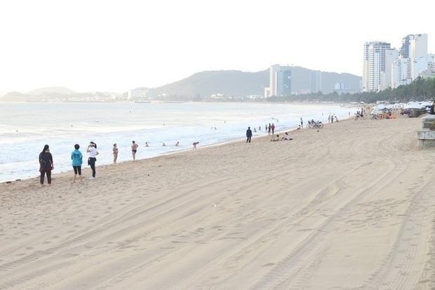 các bãi biển vắng vẻ vì dịch bệnh