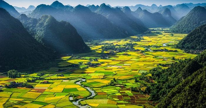 Cảm nhận 9 câu đầu bài Đất nước của Nguyễn Khoa Điềm
